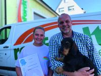Jenny Danne mit Jochen-Renfordt und Betriebshund Bolle