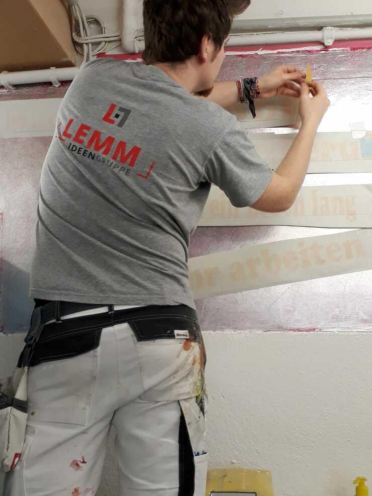 Auch Schablonieren will gelernt sein! Azubi-Lehrgang in der ÜLU der Maler- und Lackiererinnung des Kreises Wesel
